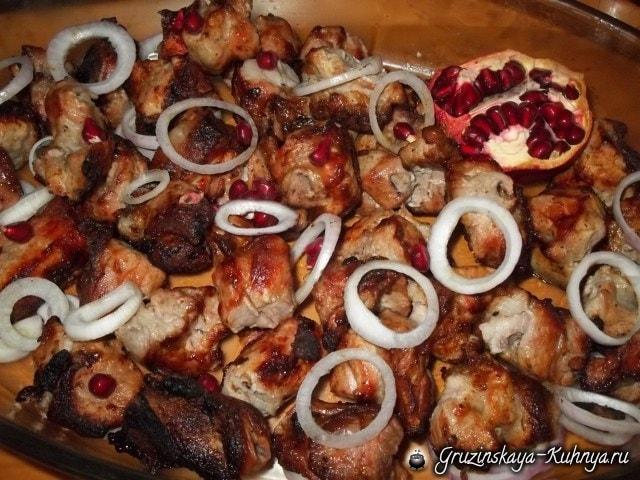 Шашлык из свинины с гранатом и аджикой (2)