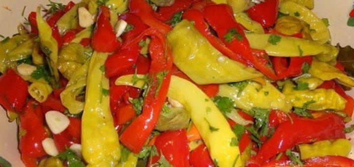 Ассорти на зиму. Зеленый стручковый и красный болгарский перец