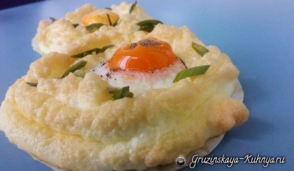 Воздушные яйца всмятку. Красивый завтрак (1)