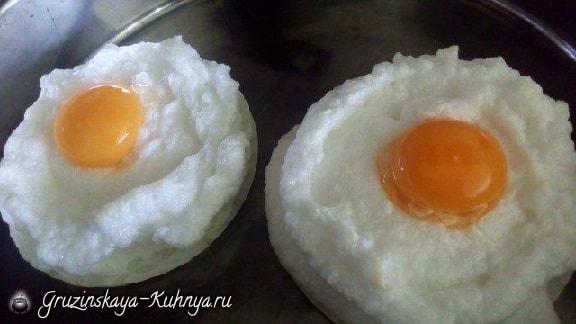 Воздушные яйца всмятку. Красивый завтрак (2)