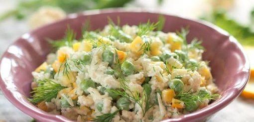 Салат из цветной капусты с зеленым горошком (1)