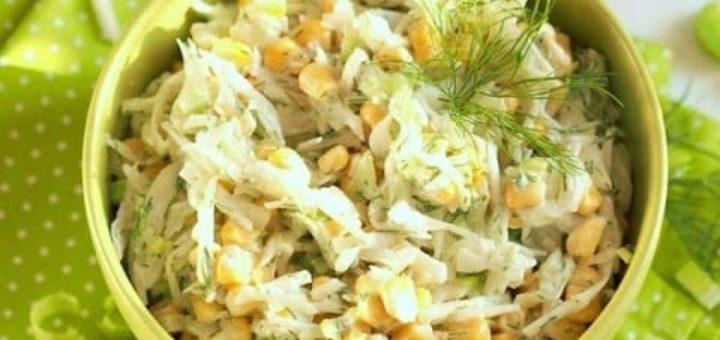 Витаминный салат из капусты с консервированной кукурузой (1)