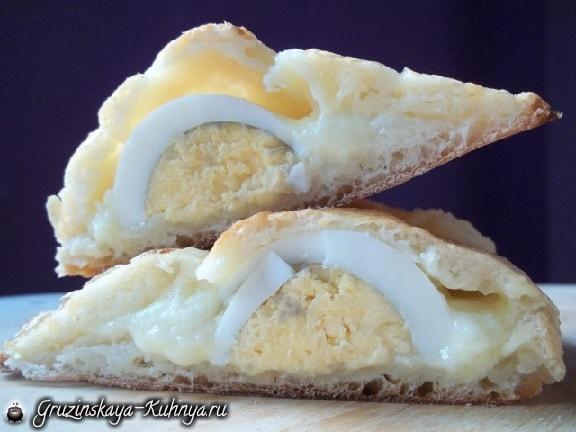 Гурийские хачапури с сыром и вареными яйцами (13)