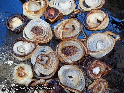 Рецепт сациви с луком и вареными яйцами (2)