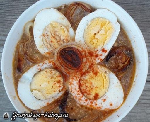 Рецепт сациви с луком и вареными яйцами (6)