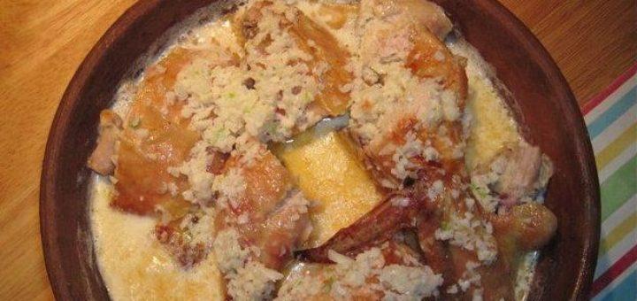 Жареная курица под чесночно-ореховым соусом