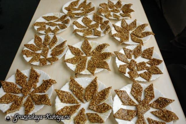 Гозинаки из грецких орехов. Грузинский рецепт (9)