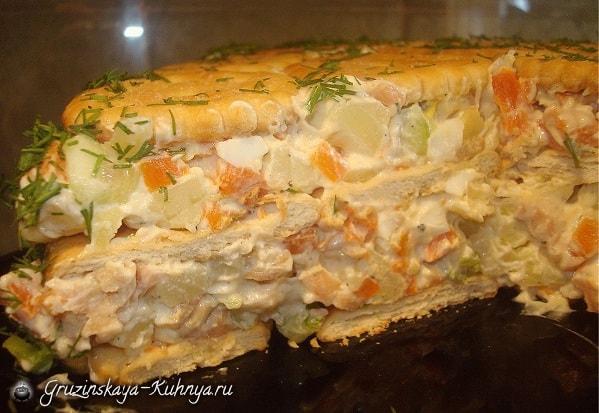 Салат из лосося с крекерами (1)