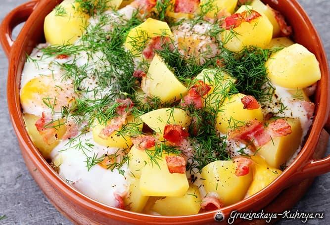 Молодой картофель с беконом и яйцами (2)