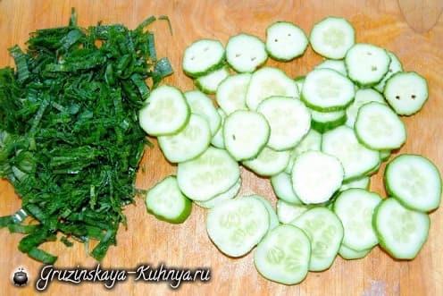 Салат из молодого картофеля с огурцами (5)
