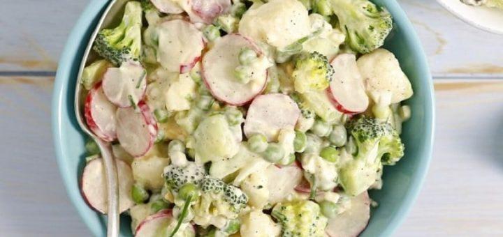 Салат с редькой и брокколи