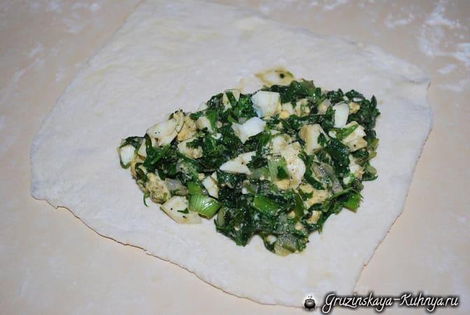 Гвезели из слоеного теста с тархуном и яйцом (3)