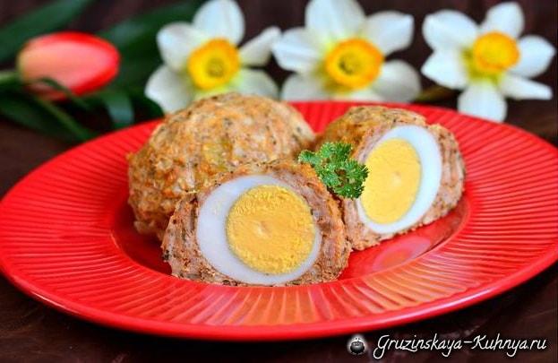 Куриные котлеты с целым яйцом внутри