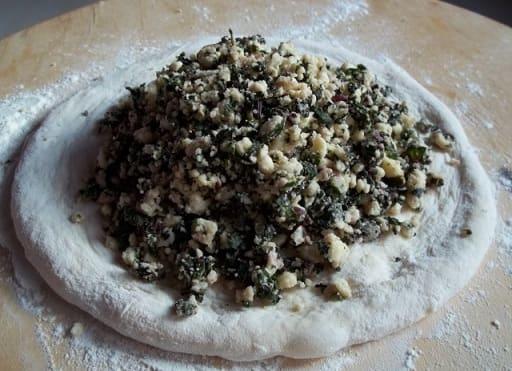 Хачапури с сыром и свекольными листьями (7)
