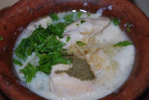 Курица со сметаной в глиняном горшочке (1)