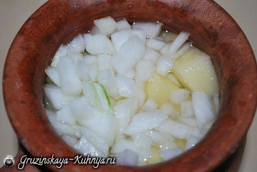 Курица со сметаной в глиняном горшочке (3)