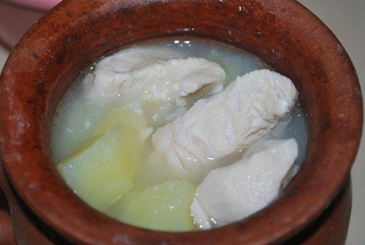 Курица со сметаной в глиняном горшочке (6)