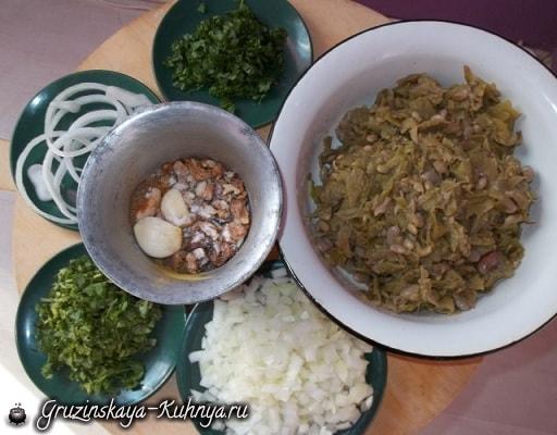 Шарики пхали из зеленой фасоли с орехами (8)