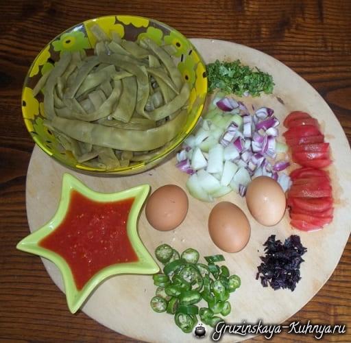 Зеленая фасоль с яйцами в горшочках (1)