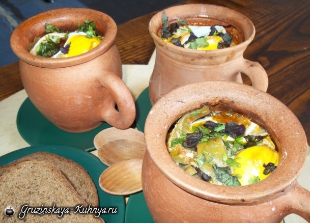 Зеленая фасоль с яйцами в горшочках (2)
