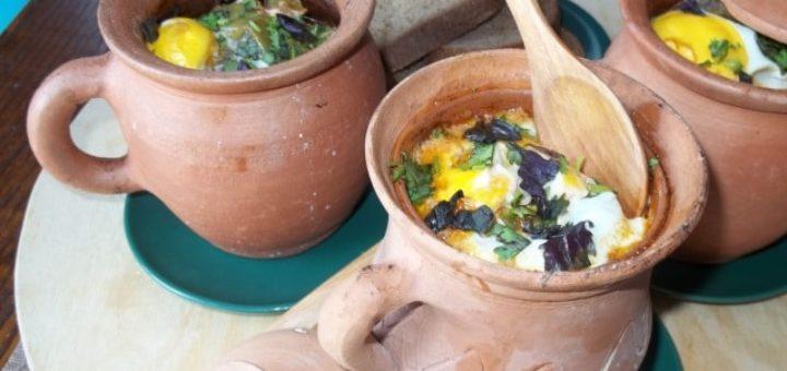 Зеленая фасоль с яйцами в горшочках (5)
