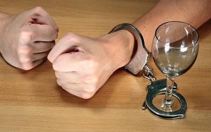 Новогодние праздники — причина злоупотребления спиртными напитками