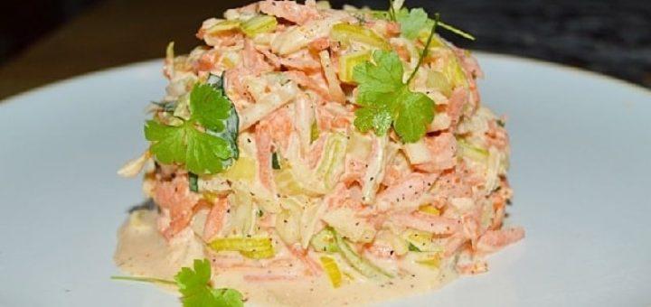 Морковный салат с луком-пореем