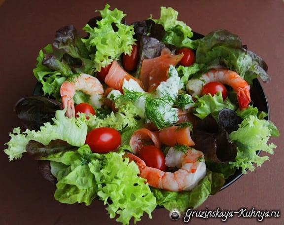 Салат с креветками и копченым лососем (1)