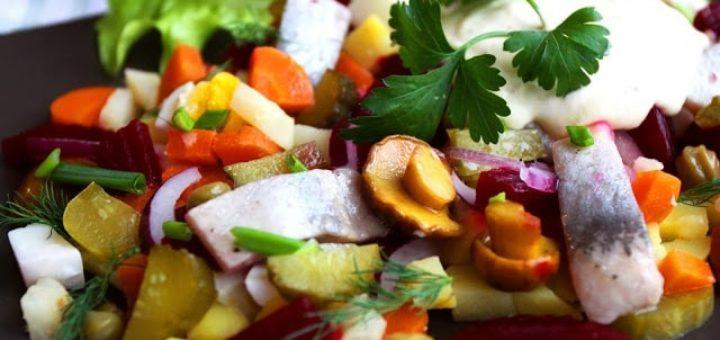 Овощной салат с сельдью и грибами (1)