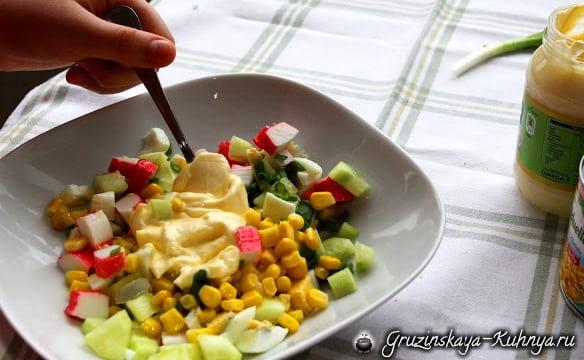 Вкусный салат из крабовых палочек (9)