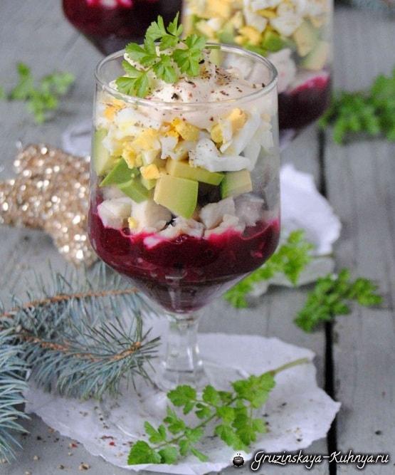 Рецепт праздничного салата с авокадо и селедкой (2)