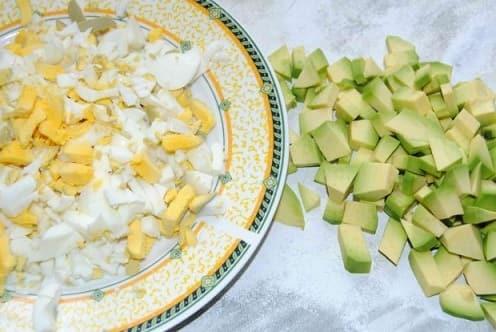 Рецепт праздничного салата с авокадо и селедкой (6)
