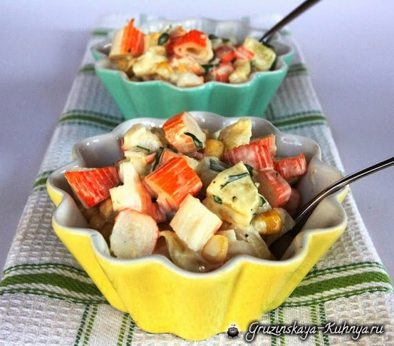 Салат из ананаса и крабовых палочек (1)