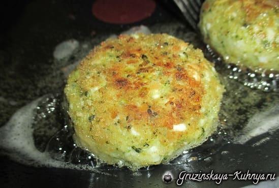 Жарим овощные котлеты (4)