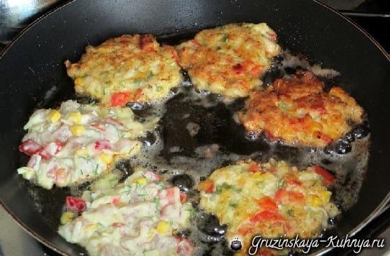 Куриные котлеты с сыром и кукурузой (3)