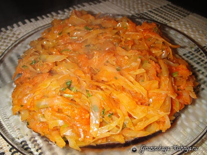 Тушеная капуста с морковью и помидорами (2)