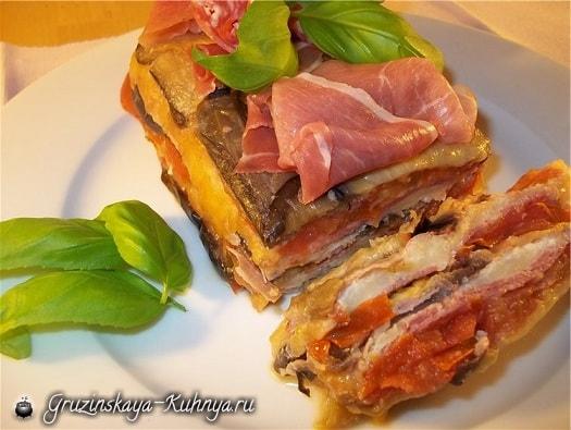 Баклажаны, запеченные с беконом, сыром и помидорами (1)