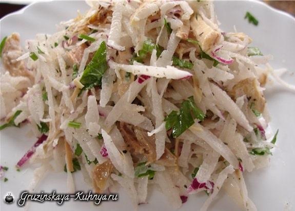 Салат с курицей и редиской (1)
